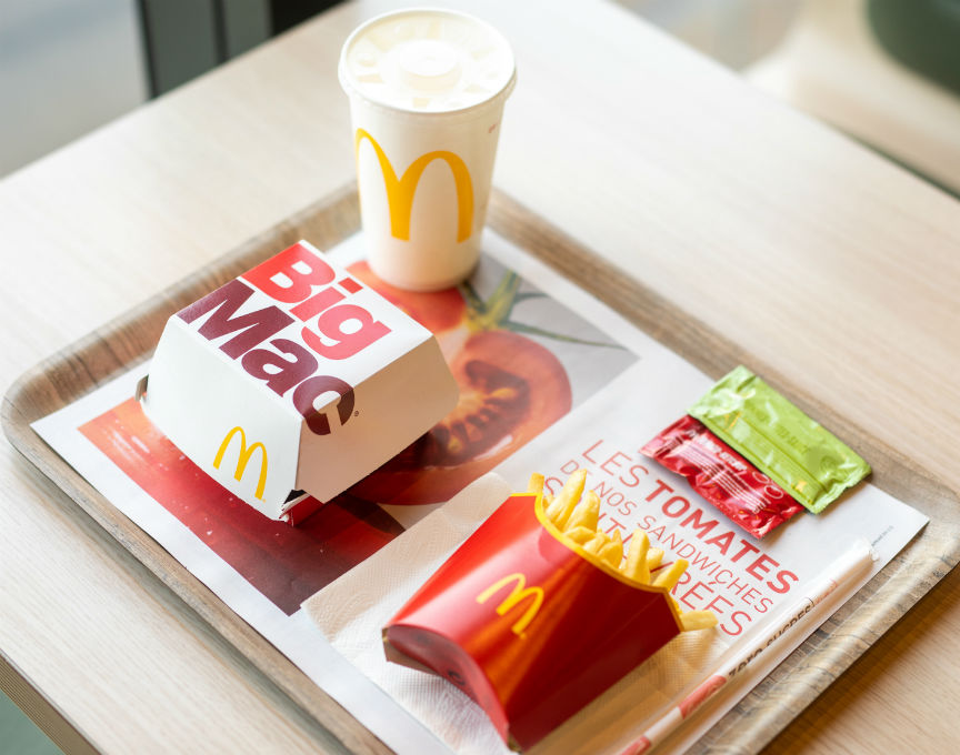 McDonald's France Increased McDelivery app installs with Facebook video ads and ad targeting through weather-based targeting.